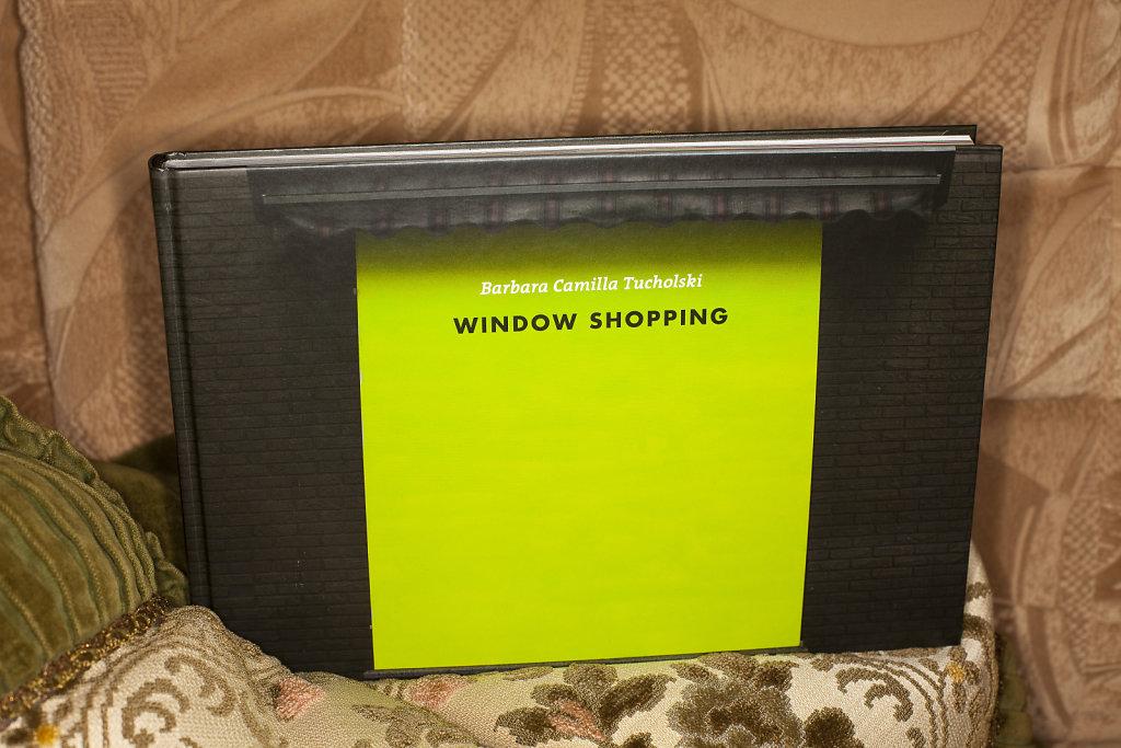 Barbara Camilla Tucholski WINDOW SHOPPING, 192 Seiten, 137 Abbildungen, 18 x 27 cm, deutsch/englisch, WIENAND Verlag, 2012, ISBN 978-3-86832-123-4